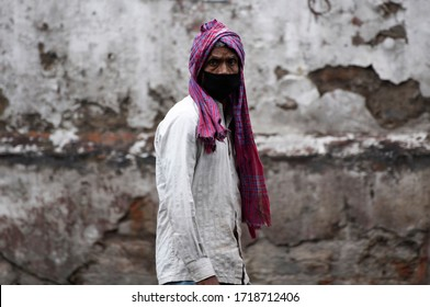 Guwahati, Assam, India. 30 April 2020. A labour wearing face mask in the eve of Labour day, during nationwide lockdown in the wake of coronavirus pandemic, in Guwahati.