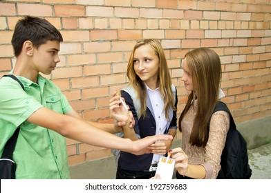 Guy advises against smoking