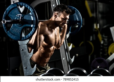 guy bodybuilder , execute exercise with weight in gym, horizontal photo