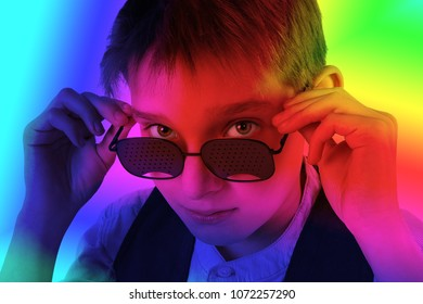 the guy on top look glasses. The boy can not distinguish colors. The world is filled with bright colors. Good vision. Treatment for color-blind