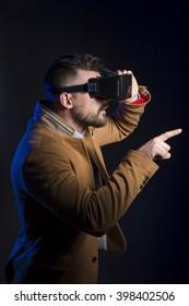 Guy using vr glasses