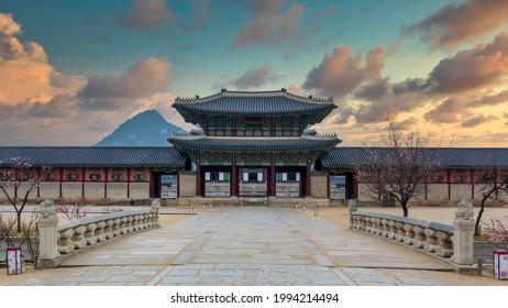 Gyeongbok palace in Seoul City, Gyeongbokgung palace landmark of Seoul, South Korea, Korean wooden traditional house in Gyeongbokgung the main royal palace of Joseon dynasty.