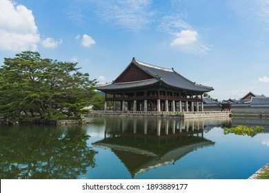 Gyeongbokgung Place with a reflection in lake
