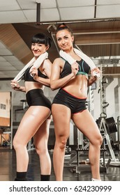 The gym on the background of trainers. People do sports to keep a slender figure. girl doing pull-UPS .body parts close up, such as the stomach and back muscles. to measure waist Size .
