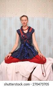 gypsy girl meditate