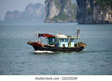 HA LONG BAY, VIETNAM - SEP 23, 2014: TOuristic junk navigating in the Halong bay, Vietnam. UNESCO World Heritage