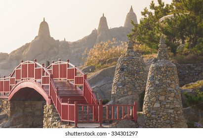 Haedong Yonggungsa,Temple sits upon a cliff overlooking the East Sea in Busan, South Korea.