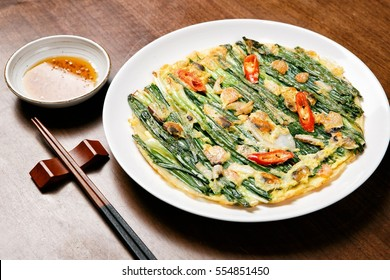 haemul pajeon, Welsh onion, green onion, scallion, spring onion,   jeon, pan-fried, vegetable pancake , seafood, fish, meat, beef, pork, Korea style Pancake, fried food, fried dish, fritter