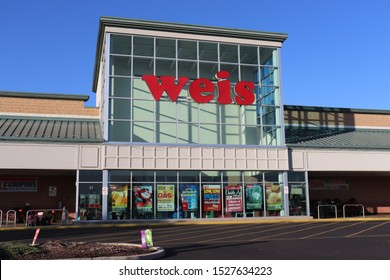 Hagerstown, Maryland / USA - October 9 2019: Weis supermarket.