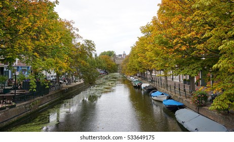 THE HAGUE, NETHERLANDS - DECEMBER 10, 2016: Downtown canals in daytime