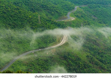 Hai Van Pass is one of the most beautiful mountain passes in Vietnam, which is the bridge connecting Danang and Lang Co Bay