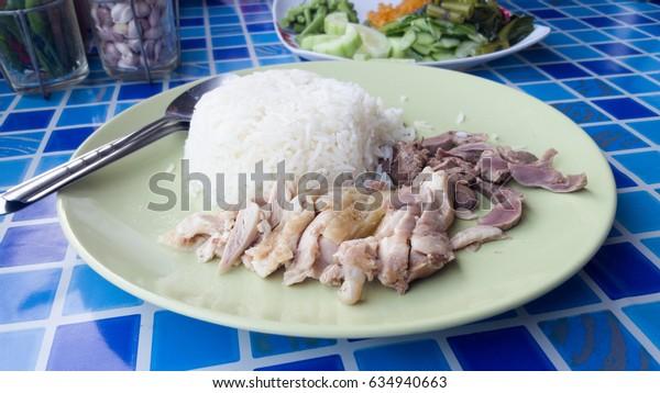 Hainanese chicken rice, Kao Mon Kai