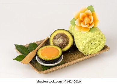 Hair with avocado and egg yolks, help prevent hair from sun exposure. Hair back to a healthy weight.