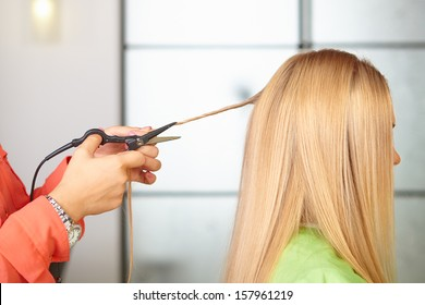 Hair salon. Women`s haircut. Thermocut system.