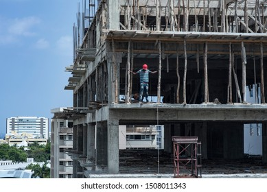 Haitian Worker, working in Dominican republic in a construction without safety equipment