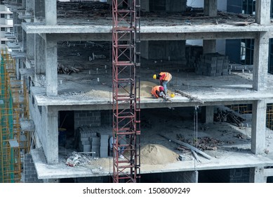 Haitian workers on a Dominican republic construction. Working without safety equipment