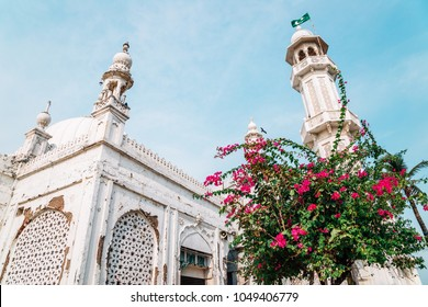 Haji Ali Dargah mosque in Mumbai, India