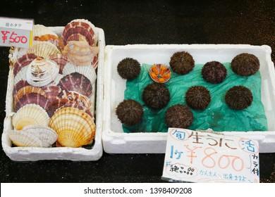 HAKODATE,JAPAN- 4 DEC 2018:Fresh Scallop and Sea urchin for selling at Hakodate morning market in Hokkaido,Japan