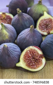 Half ripe figs, and the fruit lie on a wooden Board