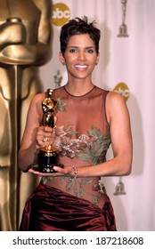 Halle Berry holding her Oscar at the Academy Awards, LA, CA 3/24/2002