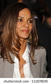 """Halle Berry at the opening night of the musical """"Wicked"""". Pantages Theatre, Hollywood, CA. 02-21-07"""