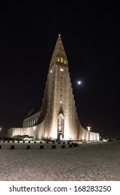 Hallgrimskirkja cathedral in reykjavik iceland at night in wintertime