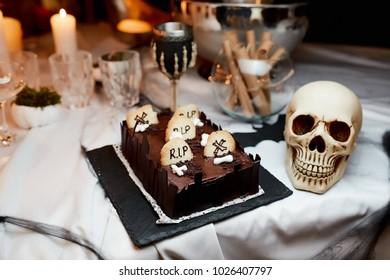 Halloween. cakes rip