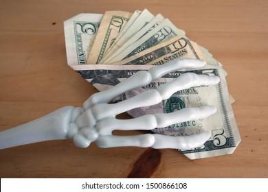 Halloween Dead Cash Skeleton Holding Money Fan