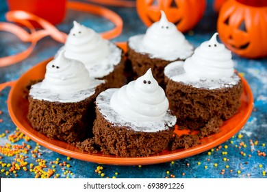 Halloween funny ghost brownies, traditional Halloween treats for kids