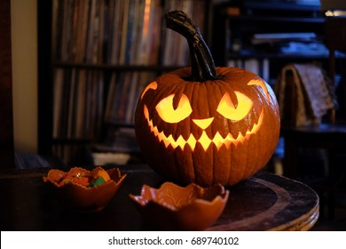 Halloween pumpking carving at home Jack o lantern