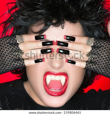 Halloween Vampire Beautiful Young Woman Screaming Stockfoto Jetzt