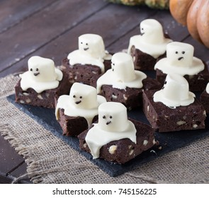 halloween's brownies with marshmallows