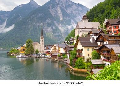 Hallstatt village in Alps , Austria