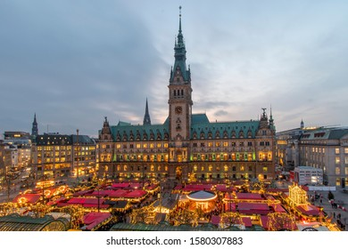 Hamburg at Christmas - Christmas market at the town hall market