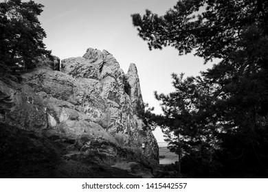 The Hamburg coat-of-arms is a Sandstone massif in the Harz mountains, Portrait