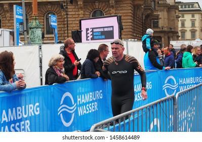 Hamburg, Germany / 07.07.2019 / Hamburg wasser world triathlon competition. Athletes at the running distamce at Rathausmarkt