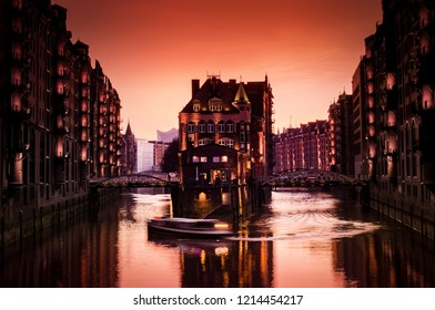 Hamburg with the water castle and harbor tour by boat