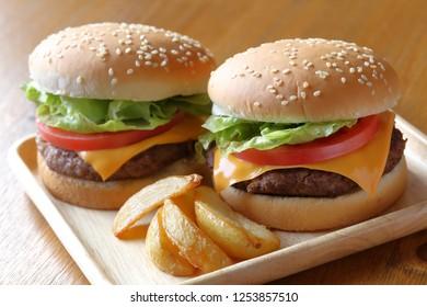 Hamburger, hamburger with cheese