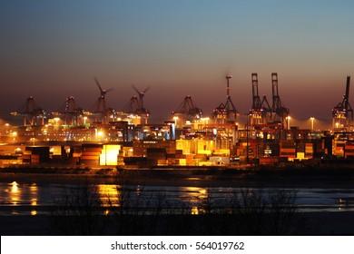Hamburger Hafen / Hamburg harbor / container at night / shipping