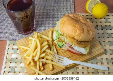 Hamburger white Frenchfries whit Lemon and Black Tea.