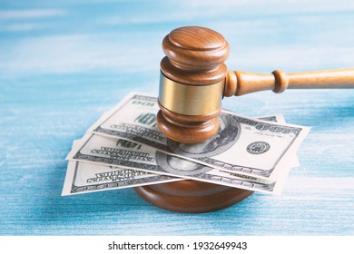 Hammer and money in court.