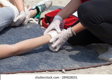 Hand bandaging. First aid.