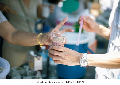 Hand begging for food from the rich's share : The beggar is waiting for food from charity aid : the concept of begging and hunger : Hunger problems of the poor have been donated food to reduce hunger
