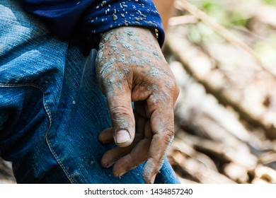 The hand of the builder that smelt with cement