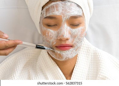 hand carry brush spa face treatment