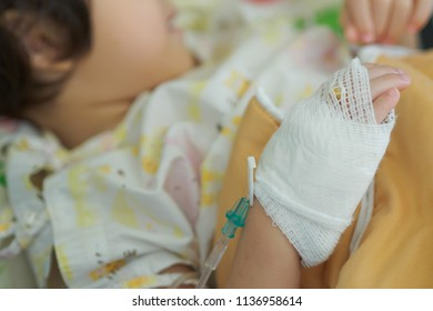 hand of child, Sodium Chloride Solution for Intravenous, The brine, Medical treatment, saline intravenous, Hospitals use a saline
