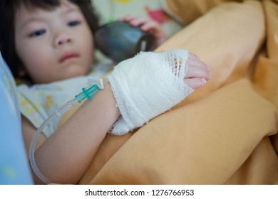 hand of child, sodium chloride solution for Intravenous, The brine, medical treatment,