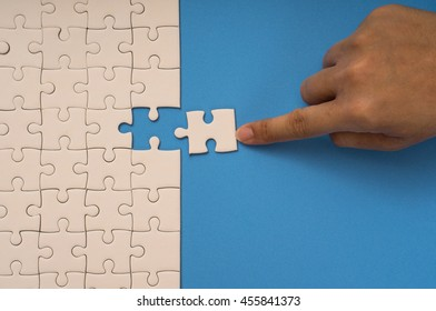 hand choice last jigsaw puzzle connection, blue background