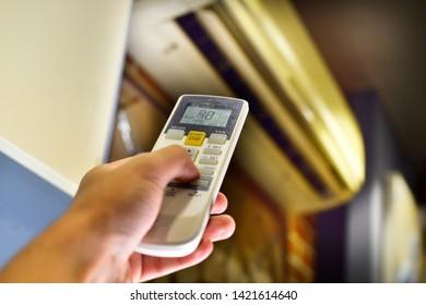 hand control air conditioner remote, controling temperature.