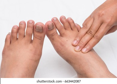 Hand feel for the pulse of the people who are unconscious. Dorsalis Pedis Pulse Assessment.